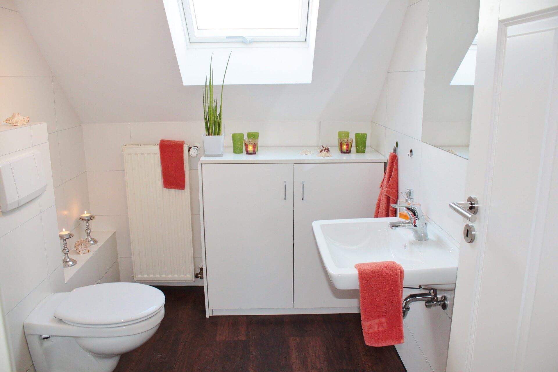 Jak zaaranżować niewielką łazienkę?